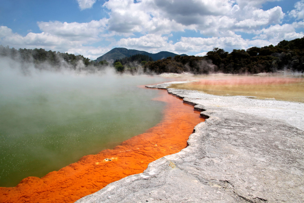 Champagne Pool at Wai-o-Tapu geothermal area