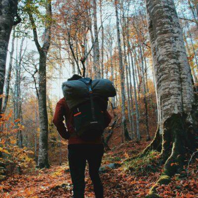 Outdoor tur i Danmark - person med rygsæk